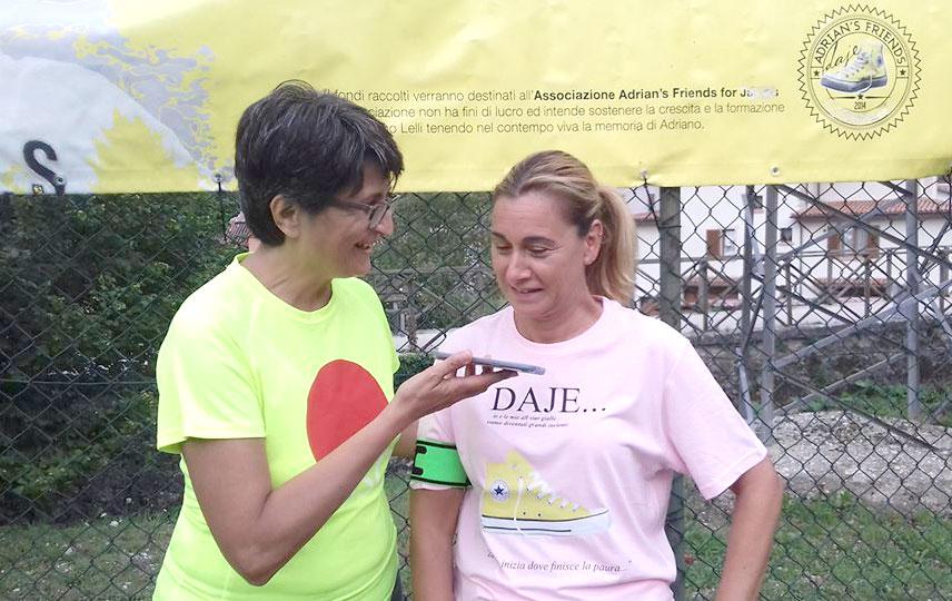 """Il Capitano della """"Nazionale di Calcio di Miss Mamma Italiana"""" Barbara Semeraro, con la giornalista Silvia Tamburriello"""