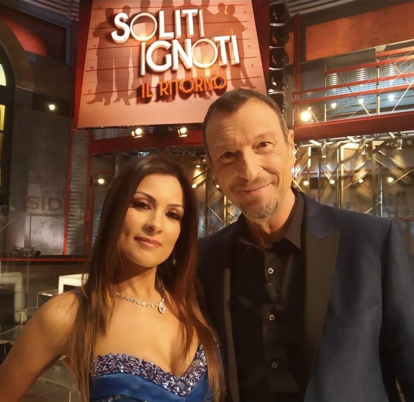 """Natasha Fato con Amadeus conduttore de """"I Soliti Ignoti"""" su Rai1"""